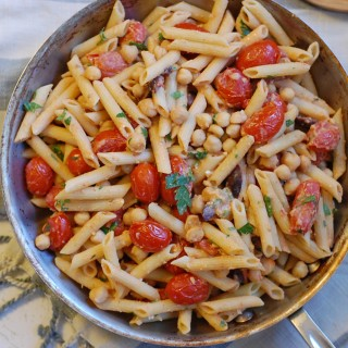 Pasta with Hummus and Tomatoes