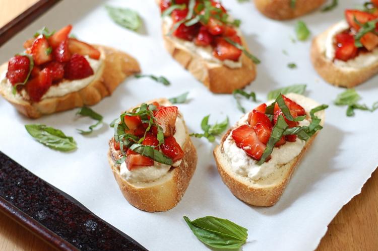 Vegan Strawberries and Cream Bruschetta 3