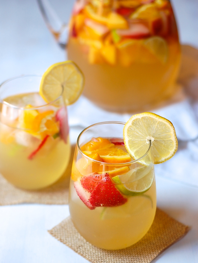 Lemon white wine sangria