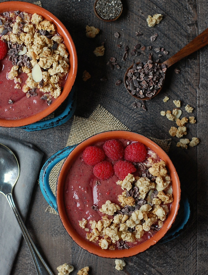 Vegan chocolate raspberry smoothie bowl