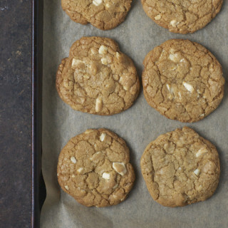 Toffee White Chocolate Macadamia Nut Cookies (Whole Foods Copycat)